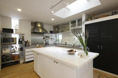 キッチン (上品なアジアンテイストの家)