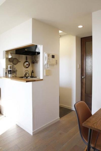 キッチン1 (H邸・白のハーモニーで作る二人のこだわり空間)