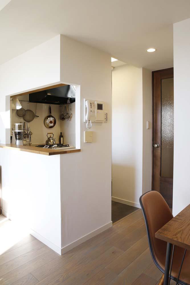 H邸・白のハーモニーで作る二人のこだわり空間の部屋 キッチン1