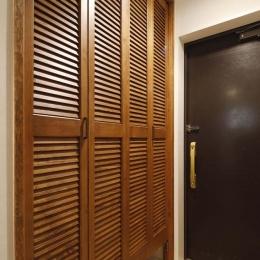 H邸・白のハーモニーで作る二人のこだわり空間 (玄関)