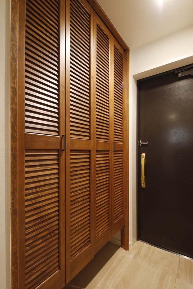 H邸・白のハーモニーで作る二人のこだわり空間の部屋 玄関