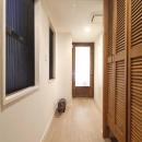 H邸・白のハーモニーで作る二人のこだわり空間の写真 廊下