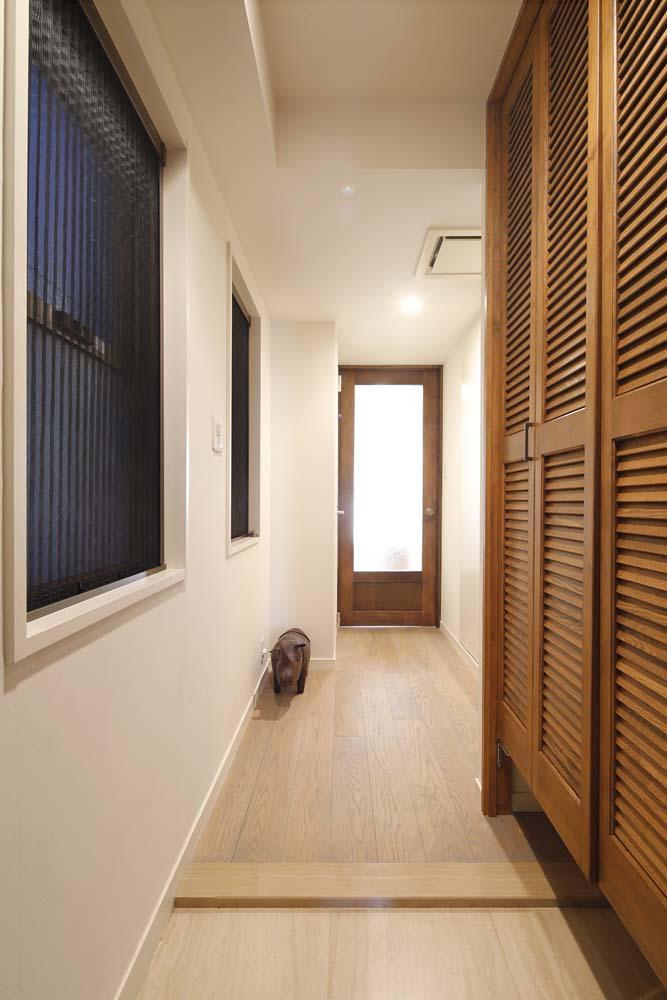 H邸・白のハーモニーで作る二人のこだわり空間の部屋 廊下
