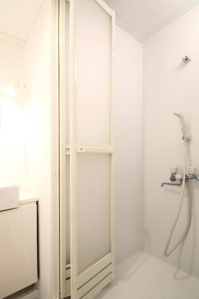 シャワールーム (スモーキーな刺激)