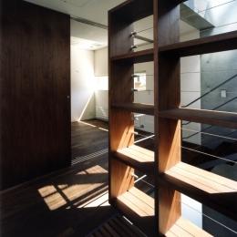 新宿の住宅 NIS (廊下)