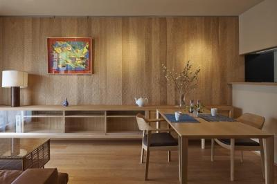 京都市I邸リノベ (ちょうな仕上げの壁が印象的なLDK)