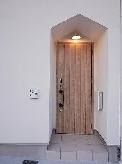 玄関ポーチ (売布の建売住宅)
