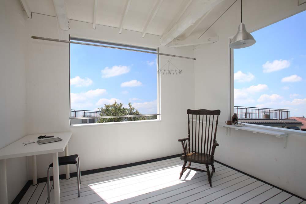 リフォーム・リノベーション会社:ハイブリッドホーム「内と外をつなぐ半屋外の開放的な空間」