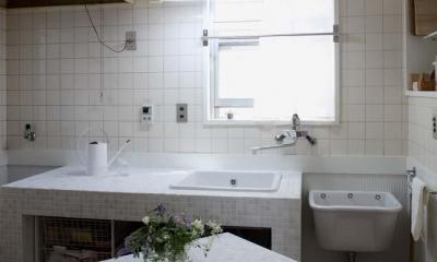 内と外をつなぐ半屋外の開放的な空間 (キッチン)