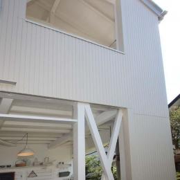 内と外をつなぐ半屋外の開放的な空間 (外観)