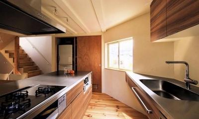 宝塚の家:大阪の注文住宅 地下1階地上3階建て住宅 (キッチン)