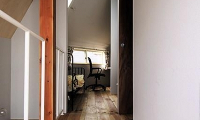 宝塚の家:大阪の注文住宅 地下1階地上3階建て住宅 (廊下)
