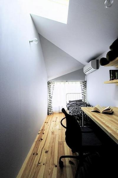 子供部屋 (地下1階地上3階建て スキップフロア)