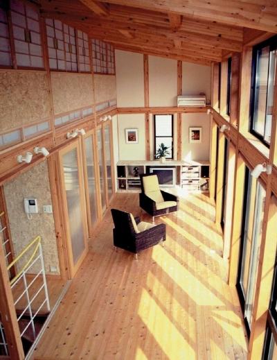 リビング (家族のびのび大空間:自然素材の家)
