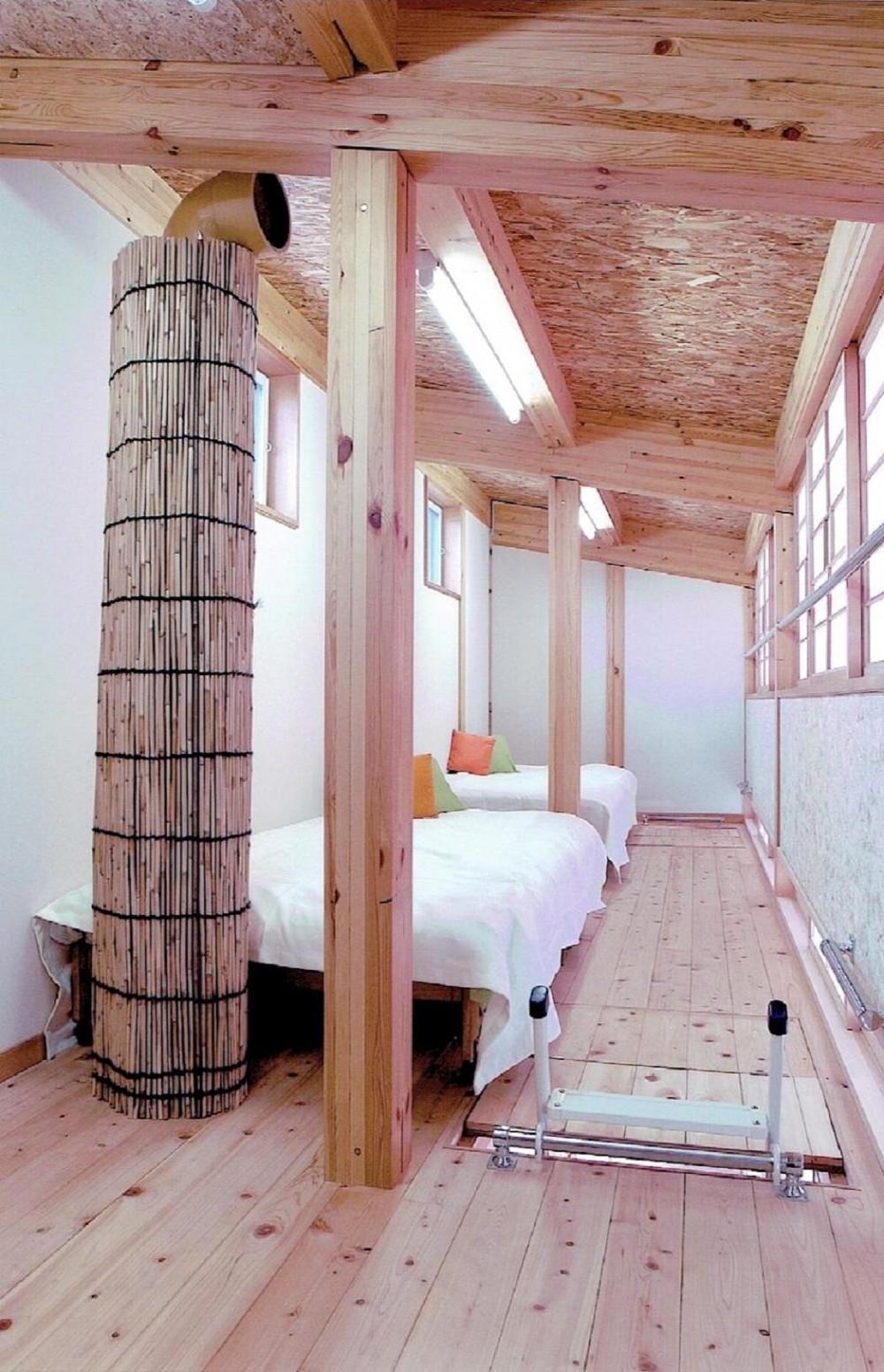 家族のびのび大空間:自然素材の家 (ロフト)