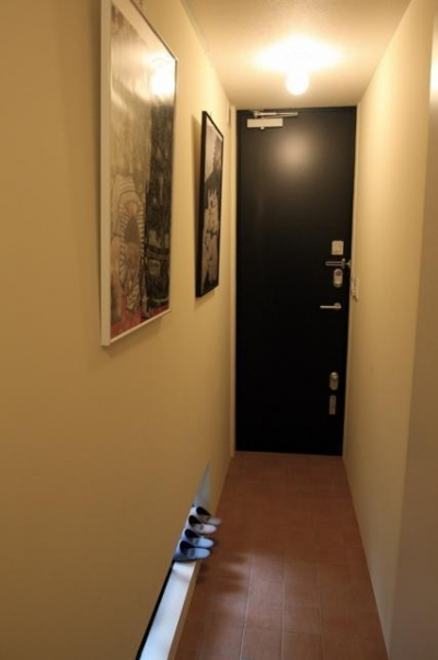 玄関 (狭小間口の木造3階建て住宅)