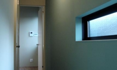 池田の家:狭小間口の木造3階建て住宅 (廊下)
