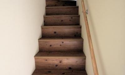 池田の家:狭小間口の木造3階建て住宅 (階段)