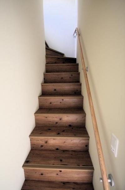 階段 (池田の家:狭小間口の木造3階建て住宅)