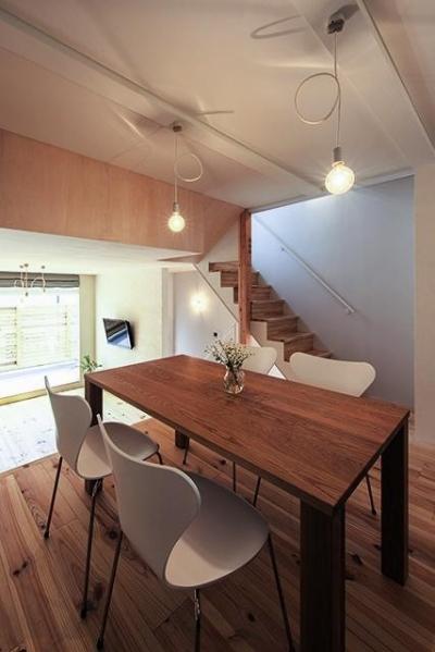 宝塚の家:大阪の注文住宅 地下1階地上3階建て住宅 (ダイニング)