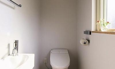 宝塚の家:大阪の注文住宅 地下1階地上3階建て住宅 (トイレ)
