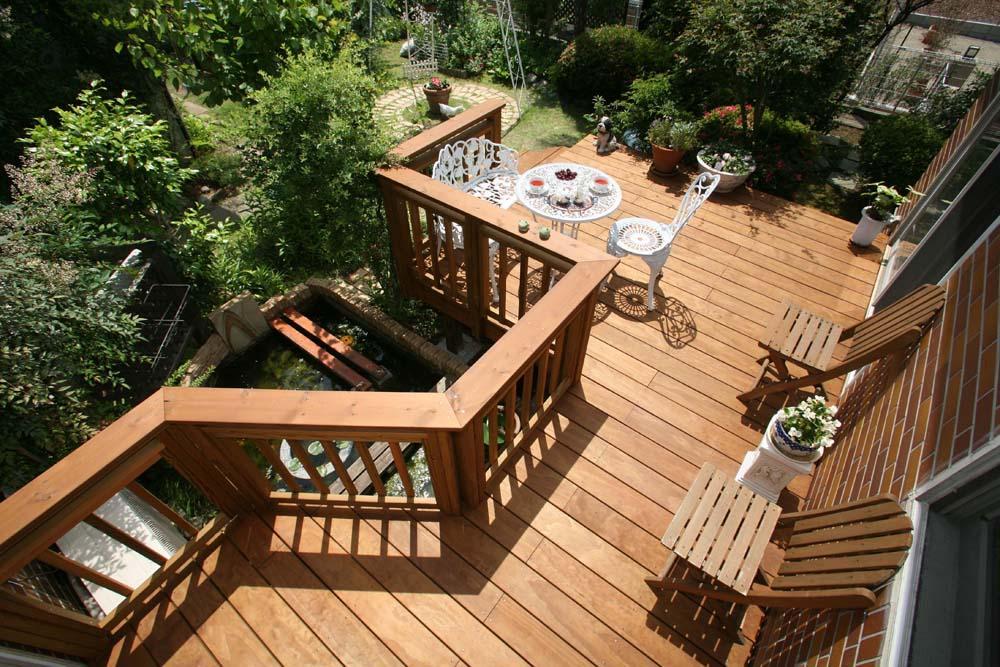 リフォーム・リノベーション会社:株式会社ハイブリッドホーム「美しい木目が白然の中で映える、家の景色を彩るウッドデッキ」