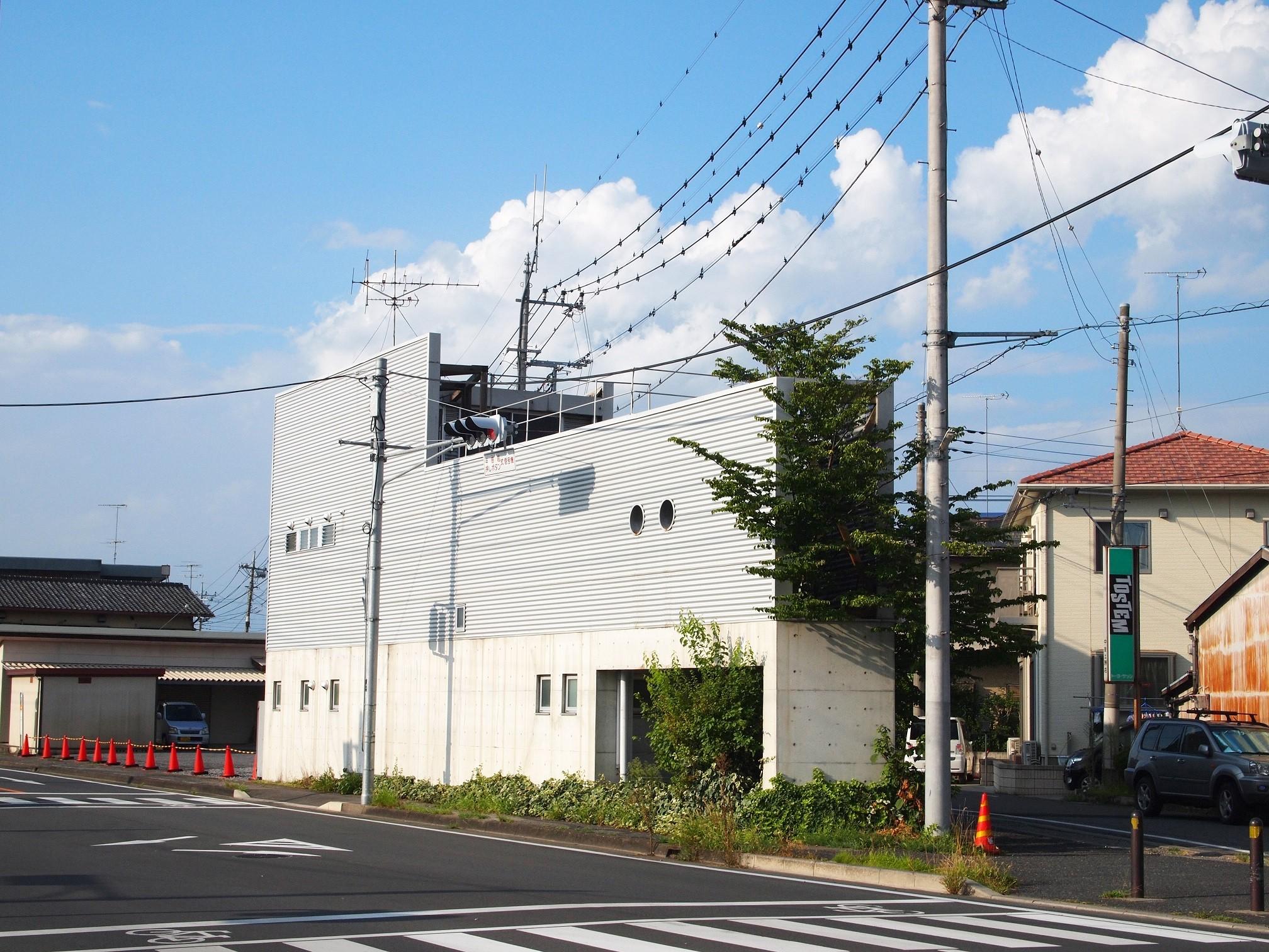 外観事例:外観|三角地いっぱいに建つ(三角地で開放的に暮らす家|K HOUSE)