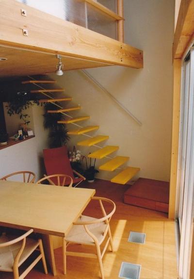 リビングの吹抜け (三角地で開放的に暮らす家|K HOUSE)