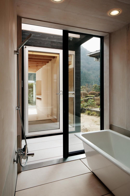 タテカグの家 -建築・内装・家具のトータルデザイン住宅- (浴室)