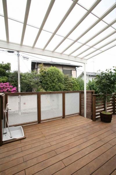 屋根付きテラス (人も光も集う、癒しの空間を演出する、キッチン・リビングの立体的なつながり)