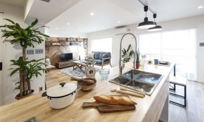 キッチン|海風を感じるリノベーションでカリフォルニアテイストを愉しむ