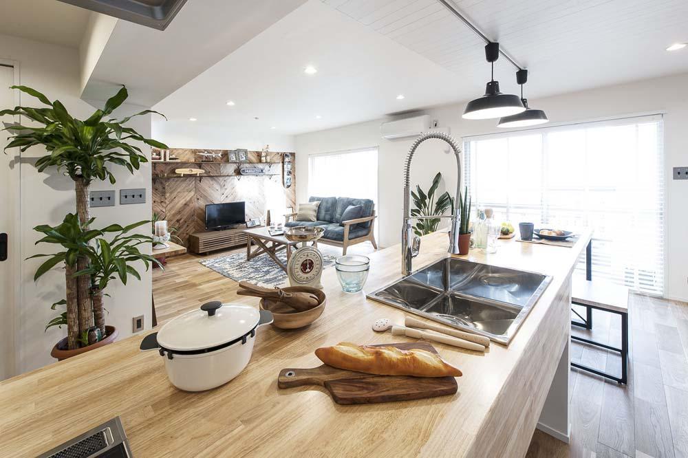 海風を感じるリノベーションでカリフォルニアテイストを愉しむの部屋 キッチン
