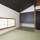 木格子で叶える、温もりとモダンデザインの融合の写真 和室