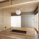 木格子で叶える、温もりとモダンデザインの融合の写真 リビング2