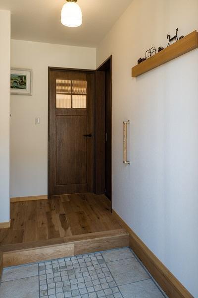 玄関 (築50年の家を更に50年住める家に)