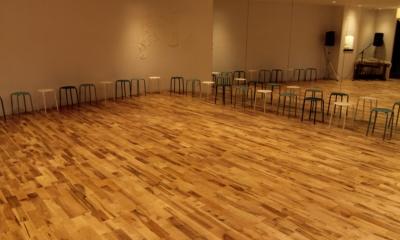メープル ユニワイルドフローリング【オスモ自然塗装】|店舗・オフィスに使用されている無垢フローリング、積層フローリングの施工事例