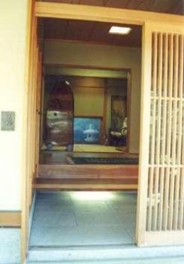 坂東邸 (玄関-内部客待)