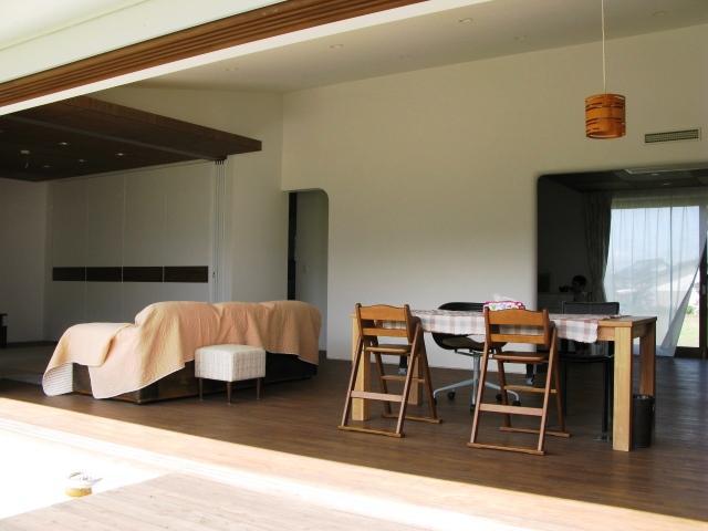 陽だまりの舎の部屋 テラスと一体化したリビングダイニング2