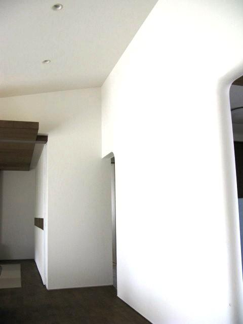 陽だまりの舎の部屋 リビングの壁