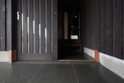 玄関入口-床部分 (木更津の家)
