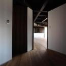 木更津の家の写真 玄関からリビングを眺める