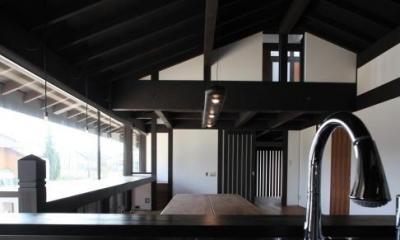 キッチンからリビングダイニングを眺める|木更津の家