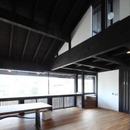 木更津の家 (吹き抜けのリビングダイニング)