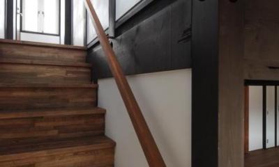 木更津の家 (2階に上がる階段)