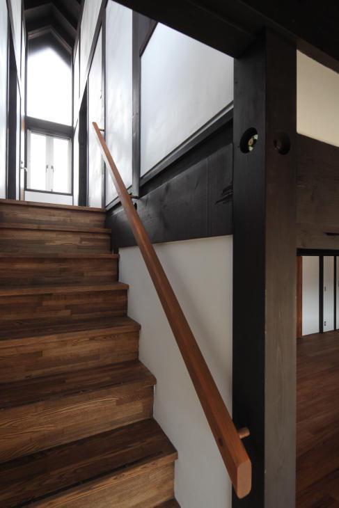 木更津の家の写真 2階に上がる階段
