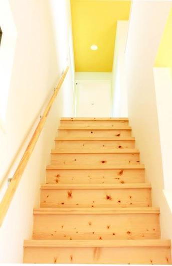 中庭を囲む家の部屋 階段