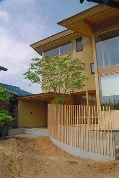 稲荷木の家 (温もり感じる外観)