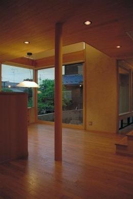 稲荷木の家 (木の温もり感じるリビング)