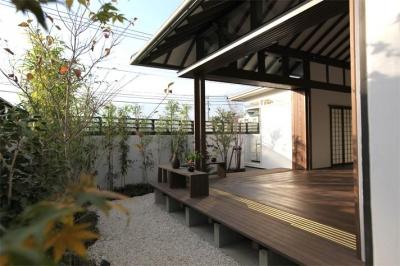 大屋根の家 (リビングと庭-open2)