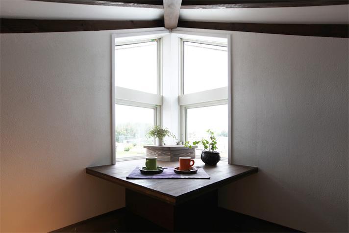 大屋根の家の部屋 窓際スペース